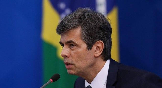Ex-ministro Nelson Teich pede demissão por discordâncias com Bolsonaro