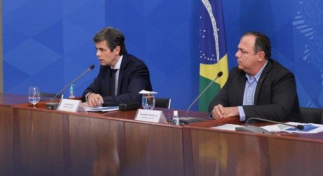 Nelson Teich e Eduardo Pazuello, cotado para assumir Ministério da Saúde