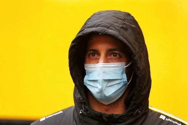 Nem chuva, nem neblina, nem máscara tiraram o sorriso de Daniel Ricciardo