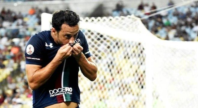 A esperança de Odair é toda em Nenê. Veterano é o principal jogador do Fluminense