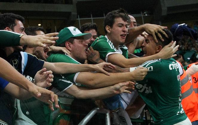 Nesses dois anos, o Palmeiras havia conquistado, sob seu protagonismo, os títulos da Copa do Brasil (2015) e Campeonato Brasileiro (2016). Em 2017, apesar de saírem de mãos abanando, os palmeirenses viram Dudu brilhar individualmente.