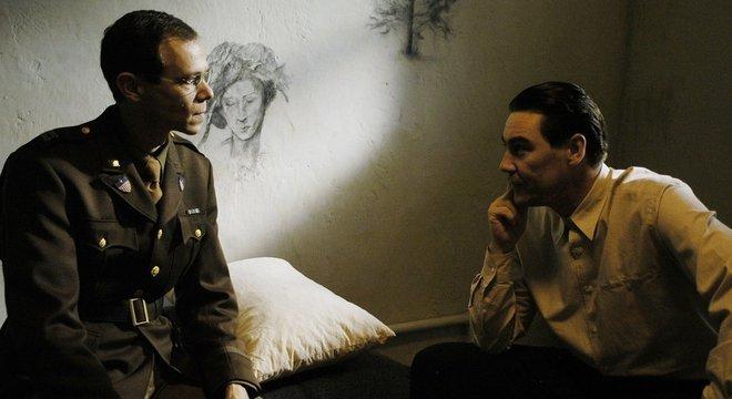 Nesta imagem de uma dramatização da BBC de uma das sessões de Gustave Gilbert com um réu de crimes de guerra nazista
