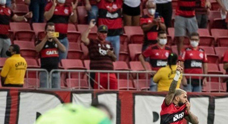 Nesta Libertadores, o Flamengo aplicou duas goleadas históricas no Olímpia, chegando a um agregado de 9x2. O Rubro-Negro venceu no Paraguai por 4 a 1 e em Brasília por 5 a 1. Isso reflete a força do clube carioca na competição.