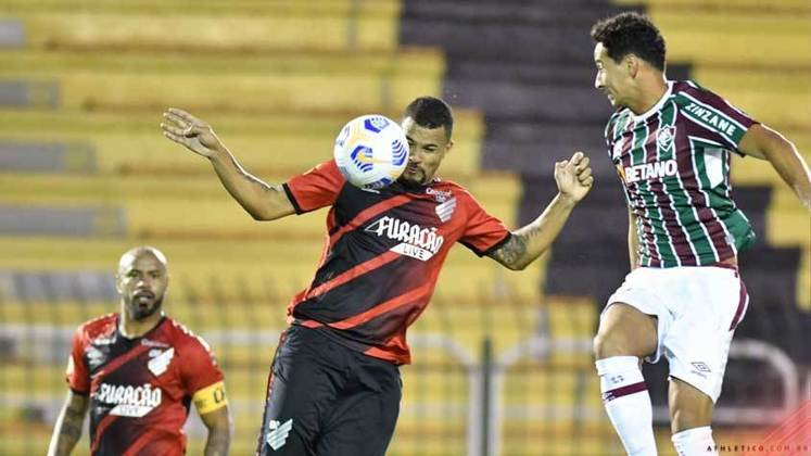 Nesta quarta, o Fluminense foi goleado por 4 a 1 pelo Athletico Paranaense, no Estádio Raulino de Oliveira. O time começou bem e finalizou 8 vezes no primeiro tempo, mas perdeu o ritmo e sofreu defensivamente. Confira a nota dos jogadores a seguir.
