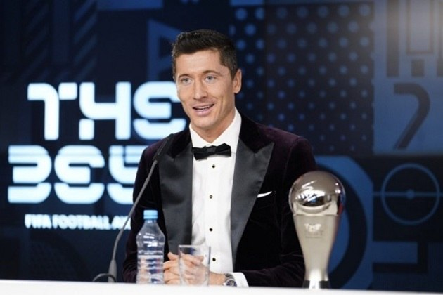 Nesta quinta-feira, Robert Lewandowski se tornou o primeiro jogador a desbancar Messi e Cristiano Ronaldo (no mesmo prêmio), e foi eleito o melhor jogador do mundo pela primeira vez na carreira. O LANCE! relembra os últimos vencedores do The Best e do FIFA Ballon D'Or (quando o prêmio era entregue pela FIFA junto com a France Football).