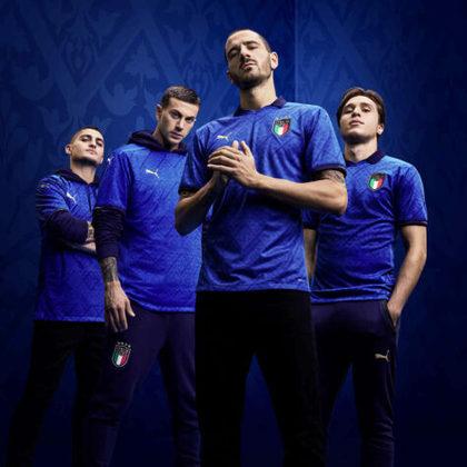 Nesta segunda-feira, a Puma e a Federação Italiana de Futebol lançaram a nova camisa titular da seleção da Itália. O lançamento foi um dos assuntos mais comentados da manhã no Twitter. A camisa apresenta gráficos inspirados no padrão gráfico do Renascimento. A estreia da camisa vai acontecer nesta sexta-feira, contra a Bósnia e Herzegovina, pela rodada 1 da Liga das Nações.