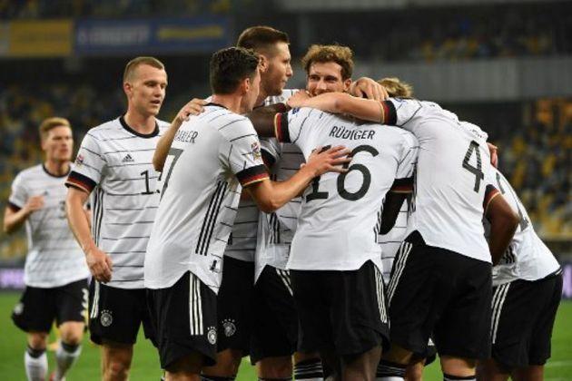 Nesta terça-feira, a Liga das Nações continua a acontecer com diversos jogos, como Alemanha x Suíça e Ucrânia x Espanha, ambos às 15h45. Será possível acompanhar pelo canal TNT e EI Plus. Também entrarão em campo pela competição: Azerbaijão x Chipre (13h), Letônia x Malta (13h), Montenegro x Luxemburgo (15h45), Liechtenstein x San Marino (15h45) e Ilhas Faroe x Andorra (15h45).
