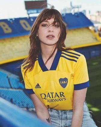 Nesta terça-feira, o Boca Juniors lançou seu novo uniforme 3, que é assinado pela Adidas e faz homenagem aos 80 anos do estádio La Bombonera, que foi inaugurado em 25 de maio de 1940. A camisa tem um selo comemorativo pelos 80 anos do estádio. Veja imagens do uniforme na galeria: