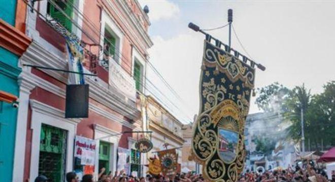 Neste domingo, a tradicional Pitombeira dos Quatro Cantos saiu às ruas da Cidade Alta, animando o público. Na Capital, bloco lírico Eu Quero Mais dividiu espaço com grupos de maracatu e shows gratuitos.
