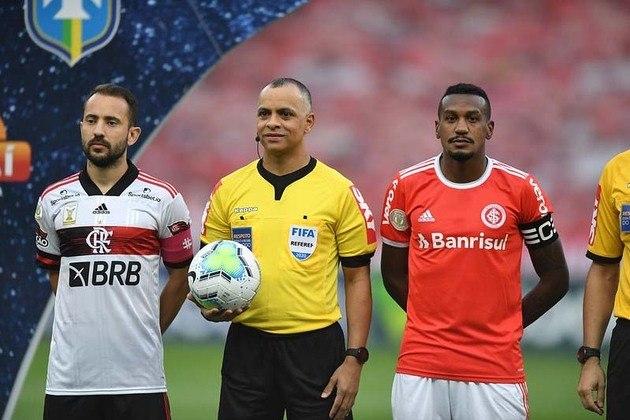 Neste domingo, às 16h, no Maracanã, Flamengo e Internacional entram em campo por partida que pode decidir o Campeonato Brasileiro de 2020. A reportagem levantou e traz para você os números das duas equipes ao longo das 36 rodadas já disputadas. Confira na galeria!