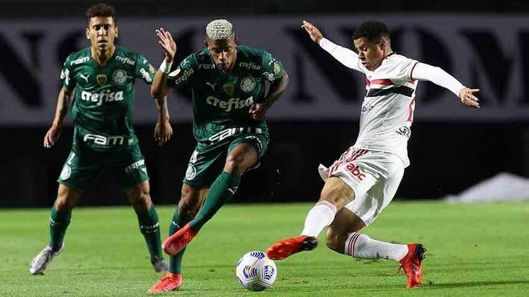 Neste sábado (31), o São Paulo recebeu o Palmeiras no Morumbi para a 14ª rodada do Brasileirão. O jogo terminou em 0 a 0, mas ficou marcado pelas polêmicas de arbitragem. Veja as atuações individuais dos jogadores do São Paulo.