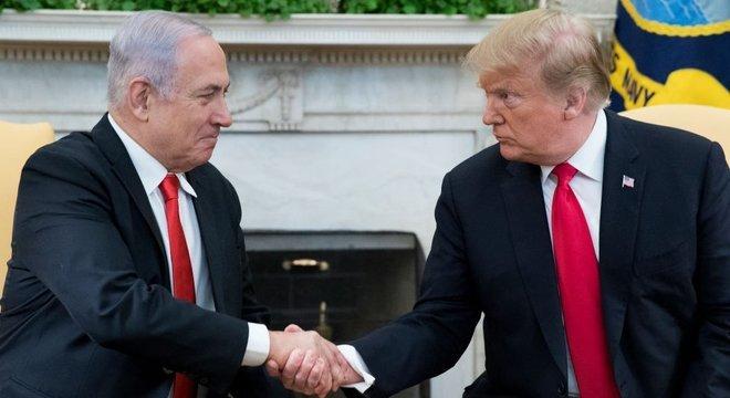 Donald Trump desviou da posição tradicional dos Estados Unidos e reconheceu a soberania de Israel sobre toda Jerusalém e as Colinas de Golã