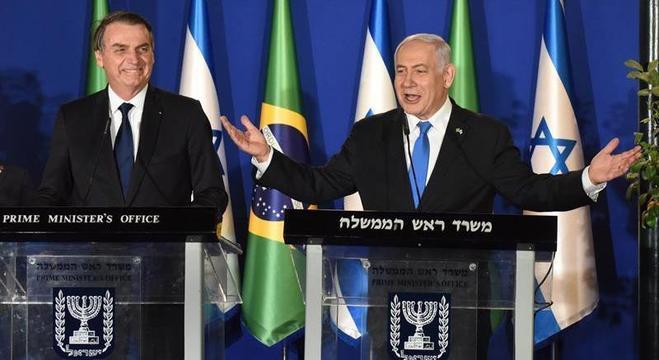 Bolsonaro ao lado de Netanyahu no primeiro dia da visita a Israel