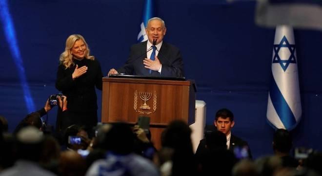 Netanyahu em festa do Likud: faltariam 2 cadeiras para garantir maioria no Parlamento