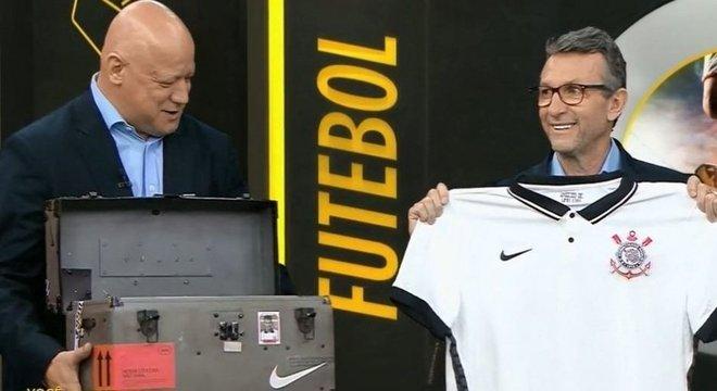Ronaldo e  Neto. No lançamento da nova camisa do Corinthians. R$ 399,90