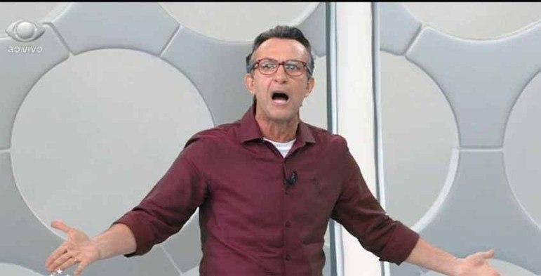 """Neto detonou uma entrevista de Rony logo após o Palmeiras conquistar a Libertadores contra o Santos no último sábado. O atacante disse que """"alguém iria correr pelado na Paulista"""" com o título alviverde e que """"isso tinha que passar na Band"""". A aposta, porém, foi de Marcelinho Carioca em um programa do SBT. """"Ele mandou um recado errado pra mim, errado da mesma forma que ele joga bola, porque é um jogadorzinho comum que não joga nada."""