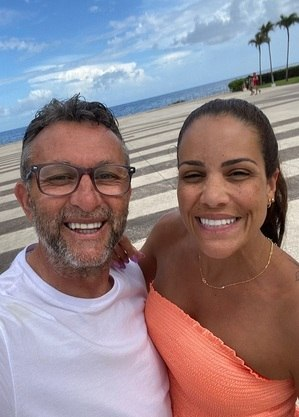 Neto, com a mulher Sandra Ferreira,  merece horário nacional na Band