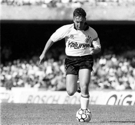 Neto (Foto) - Ribamar / Palmeiras - Corinthians- Neto estava em baixa no Palmeiras, em 1989, e foi mandado para o Corinthians em troca de Ribamar, destaque do Sport em 1987. Neto acabou virando ídolo no Corinthians. Ribamar não fez sucesso no Palmeiras