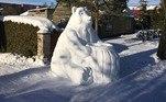 Com o inverno rigoroso que atingiu alguns países europeus, parte da população da Lituânia se animou para sair de casa e fazer diversas esculturas com a neve. Apesar de não sofrerem fortes nevascas normalmente, os lituanos se empolgaram e aproveitaram o momento para usar a criatividade na hora de criar esculturas de gelo