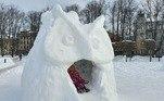 Essa coruja serviu como um mini-escorregador para as crianças se divertirem um pouco a mais com a neve
