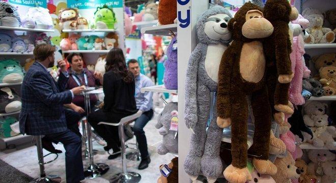A feira de brinquedos de Nova York atrai 25 mil pessoas ligadas à essa indústria