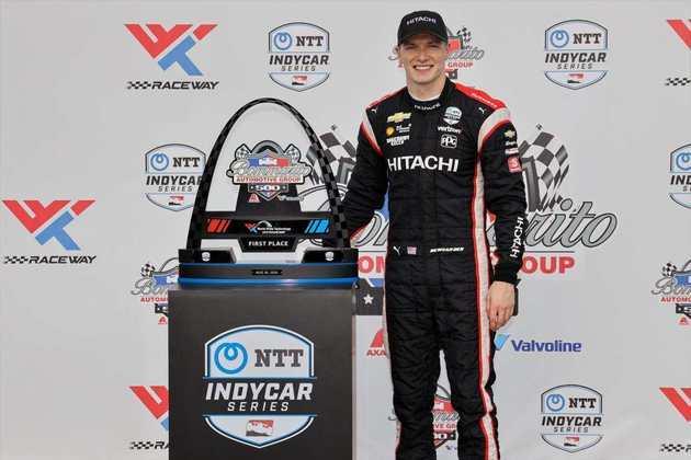 Newgarden deu a resposta na corrida 2 de Gateway. Dixon foi quinto
