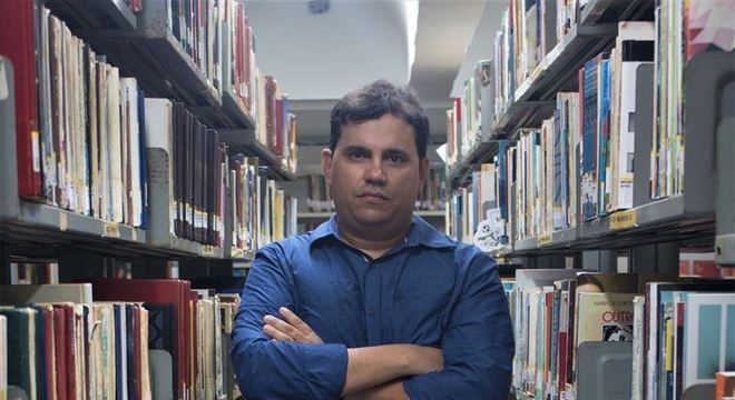 Ney Anderson é crítico literário e lança o primeiro livro