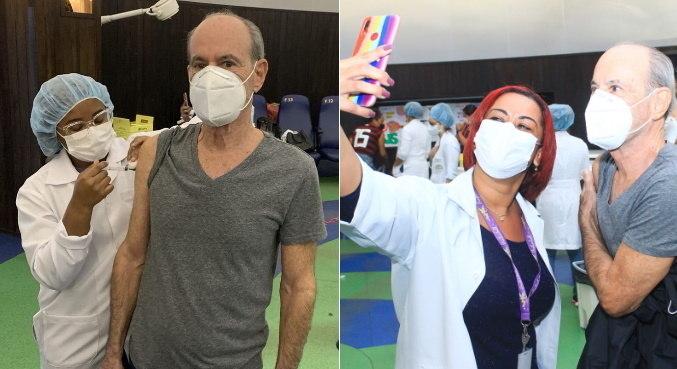 Após ser vacinado, Ney Matogrosso posou com profissionais de saúde