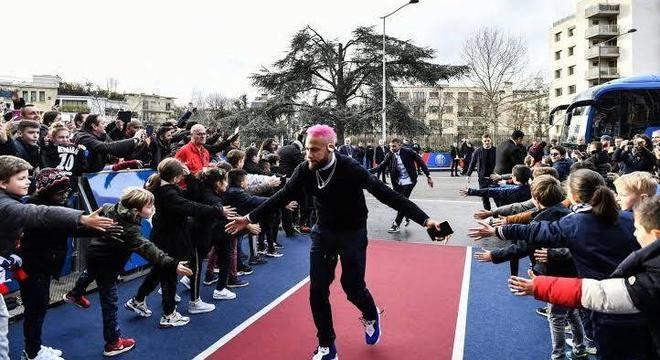 O PSG tenta, de qualquer maneira, resgatar a imagem de Neymar