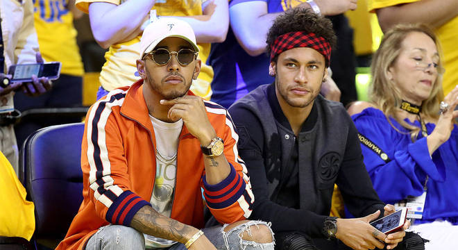 Neymar e Hamilton. Amigos. Mas com posturas  completamente diferentes