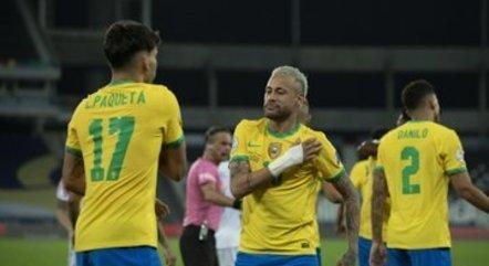Paquetá e Neymar comemoram dançando o gol