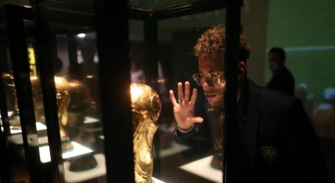 Troféu da Copa do Mundo para Neymar só no Museu da CBF