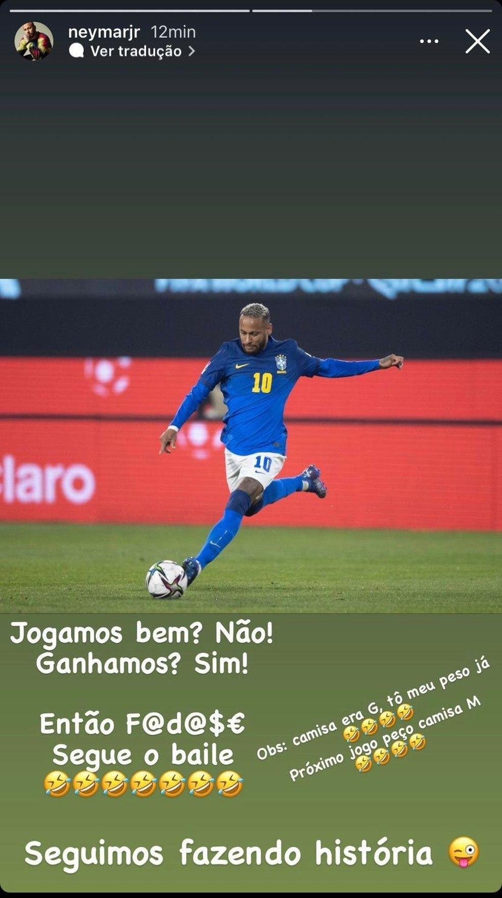 Neymar tentando ironizar, disfarçar a barriga. Constragendor