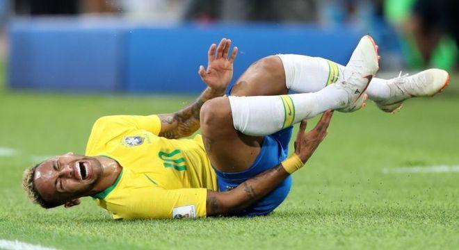 Simulações de Neymar na Copa da Rússia. Jogador virou piada mundial