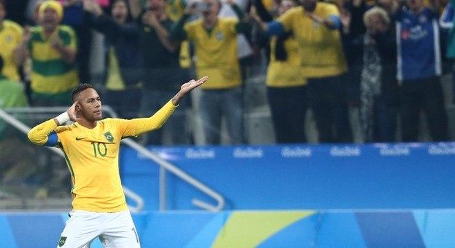 Neymar. Cena já prevista se marcar gols contra o fraco Qatar. Choro e abraços