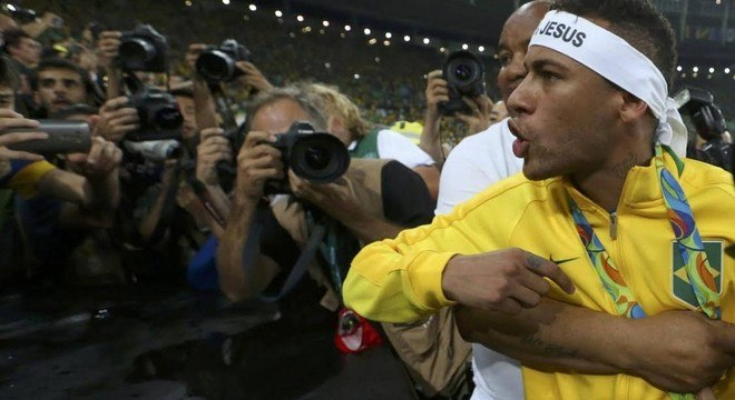 Em 2016, a tranquila comemoração de Neymar. Queria esmurrar torcedores