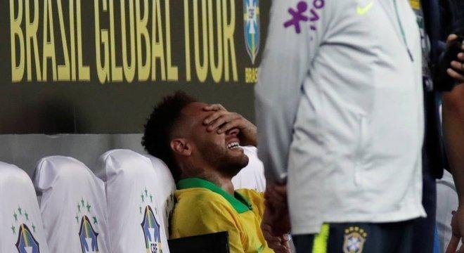 Triste mais uma contusão de Neymar. Mas sua ausência fará bem à Seleção