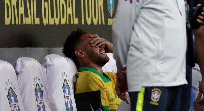 Mastercard cancela campanha publicitária com atacante Neymar