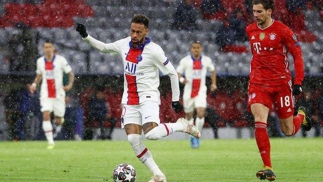 Neymar foi inteligente. Muito marcado, conseguiu deixar os companheiros livres para marcar