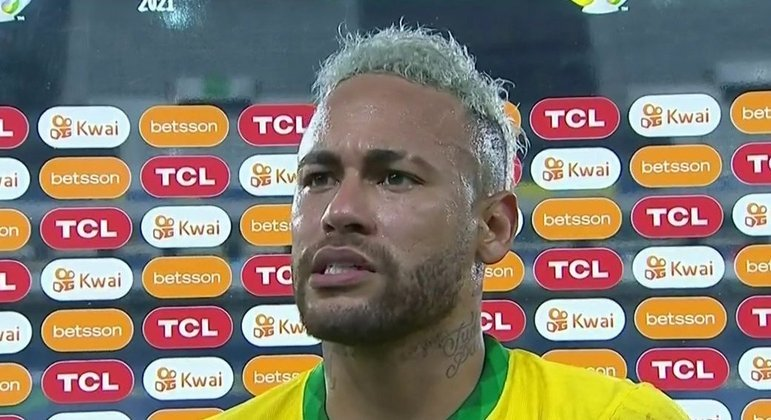 Neymar questiona Conmebol e chama árbitro de arrogante. Às vésperas da final. Ingenuidade