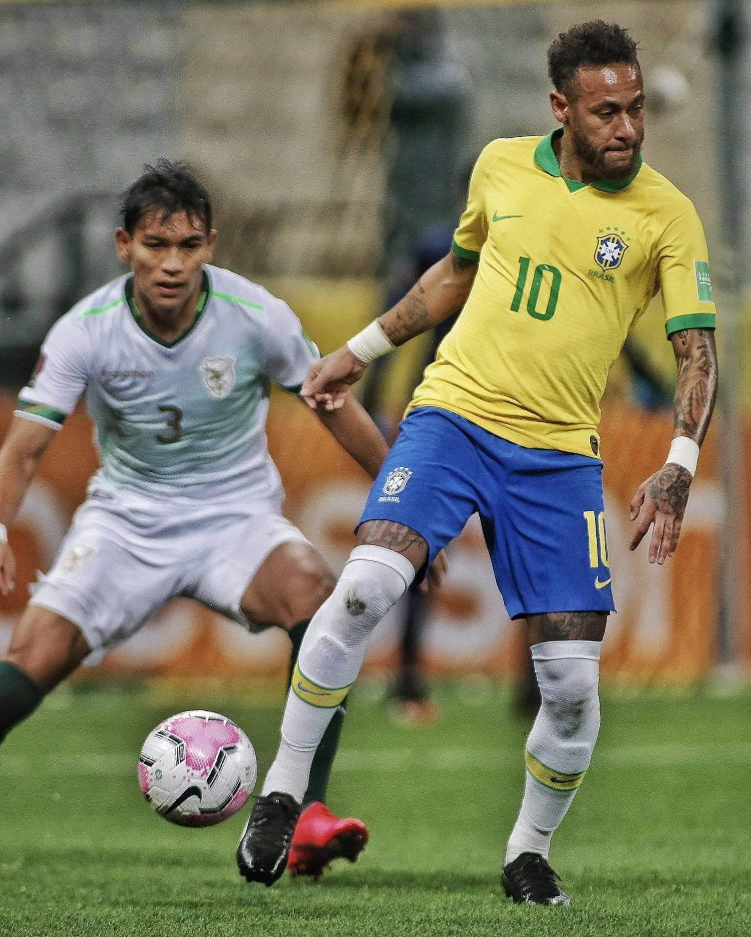 Neymar jogou bem. Só nos dez minutos finais bateu egoísmo. Queria alcançar Ronaldo