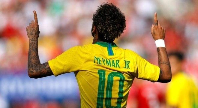 Neymar comemora belo gol na vitória brasileira sobre a Áustria, em Viena