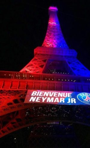 Torre Eiffel na chegada de Neymar