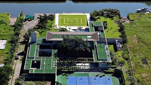 A mansão de Neymar. Boate subterrânea e nova casa, ao lado, com dez quartos...