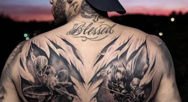 Tatuagem de Neymar do Batman e do Homem-aranha