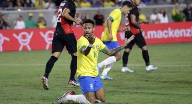 Neymar : nada de útil contra o Peru. Só as reclamações e poses de sempre