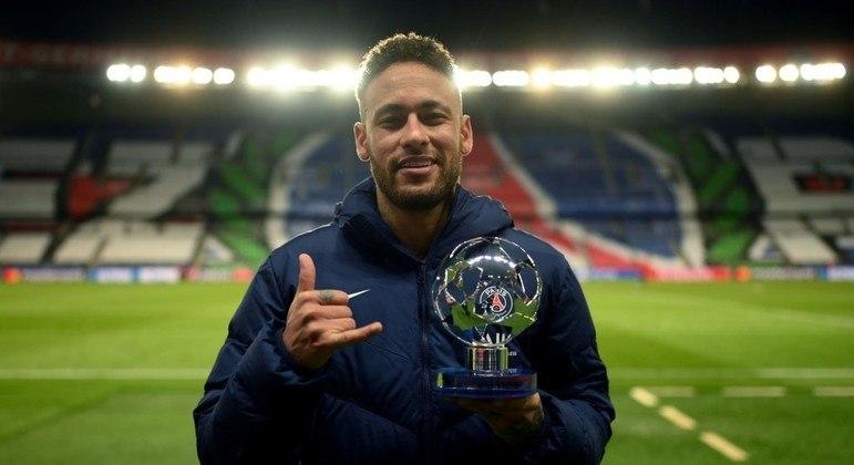 Neymar. Prêmio de melhor em campo, hoje, contra o Bayern. Três bolas nas traves alemãs