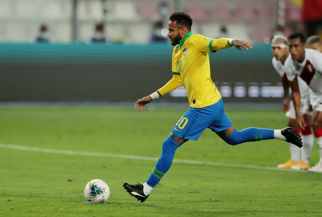 Neymar perfeito na cobrança dos dois pênaltis. Sem chance para Gallese