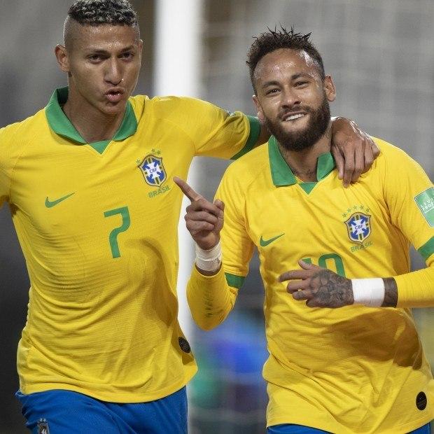 Neymar homenageou Ronaldo. Dentes para fora e dedo indicador na comemoração