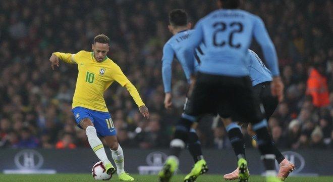 Está virando rotina. Brasil vence com gol irregular - Prisma - R7 ... 4a791f99739e7